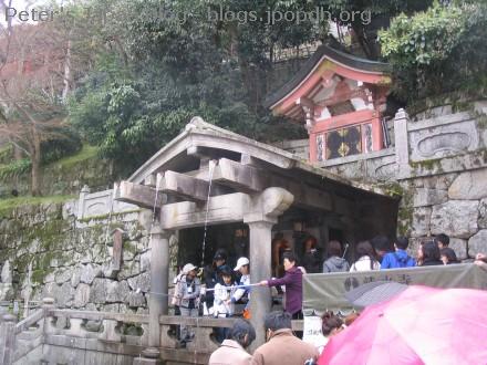 People getting holy water at Kiyomizudera