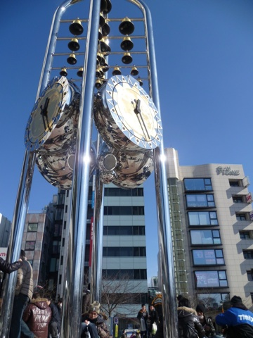 The clock in front of Sun Plaza