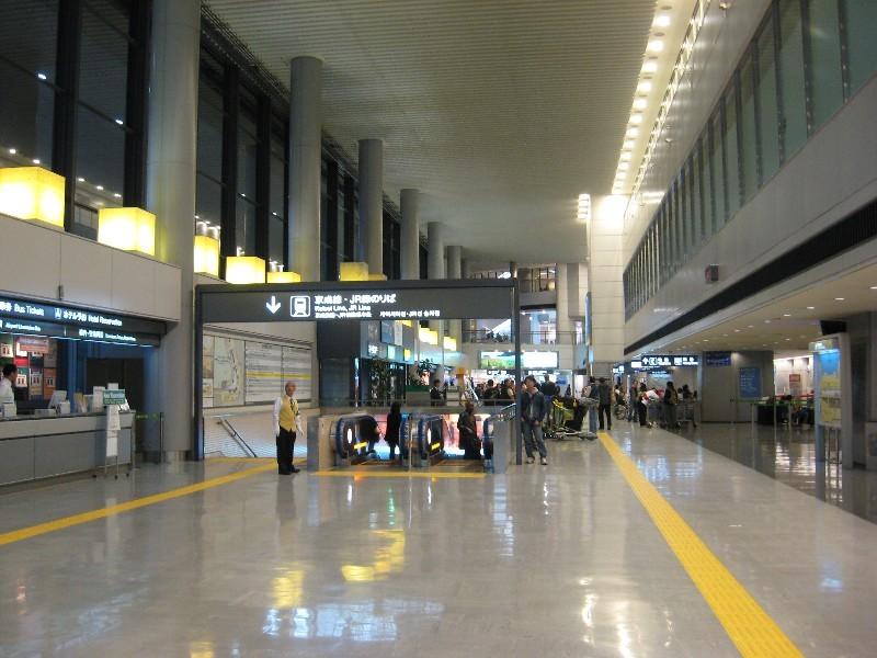 نحن واليبان موضوع هام جدا  Subway-escalator